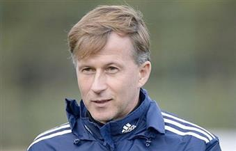 فولفسبورج يُعين الهولندي يونكر مديرًا فنيًا للفريق