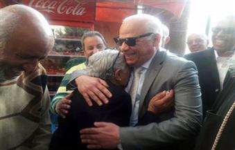 بالصور.. محافظ بورسعيد يلتقي أقباط العريش الهاربين من الإرهاب