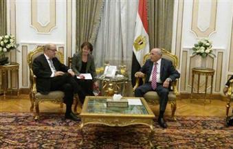 """وزير الدفاع الفرنسي يقلد """"العصار"""" وسام جوقة الشرف لدورة فى تعزيز العلاقات المصرية -الفرنسية"""