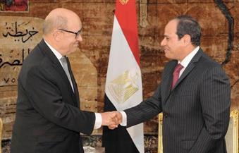 الرئيس السيسي يمنح وزير الدفاع الفرنسي وسام الاستحقاق من الطبقة الأولى
