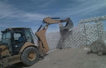 بالصور.. محافظ أسوان يتابع حملة إزالة 90 مسكنًا عشوائيًا