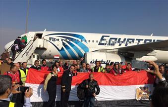 بالصور .. المطار يشتعل بهتافات الجماهير المصرية مع إنهاء سفر الرحلة الثانية إلى الجابون