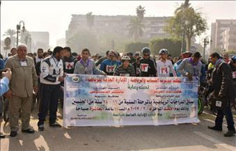 بالصور.. سكرتير عام محافظة أسيوط يطلق إشارة البدء لماراثون الدراجات الرياضية