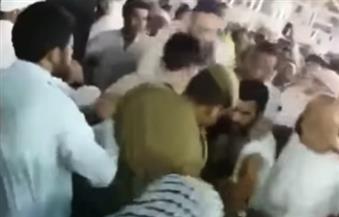 بالفيديو.. الأمن يقبض على رجل حاول إحراق نفسه عند الكعبة