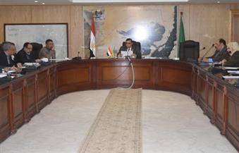 """""""سامي"""" يجتمع برؤساء القطاعات لمتابعة المشروعات الجاري تنفيذها بالفيوم"""
