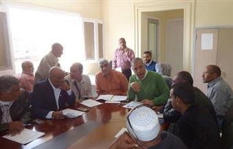 بالصور.. رئيس مدينة الأقصر يناقش معوقات العمل في المجلس التنفيذي