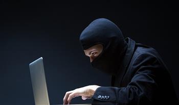 خبير تكنولوجي: معظم الأنشطة الإجرامية والمحرّمة دوليًا تتم من خلال الجانب المظلم للإنترنت
