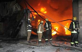"""حريق داخل """"هنجر"""" مواد غذائية بأكتوبر.. والدفع بـ 30 سيارة للسيطرة عليه"""