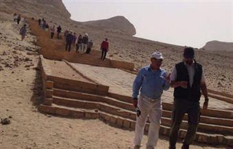 وفد سياحي من الولايات المتحدة وألمانيا وأسبانيا وأروجواي يزور آثار بني حسن بالمنيا