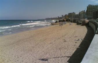 """الحكومة: لا صحة لإلقاء مياه الصرف الصحي بشاطئ """"الشاطبي"""" في الإسكندرية"""