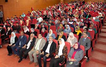 مدحت العدل ونشوى الحوفي في ندوة ثقافية بجامعة المنصورة