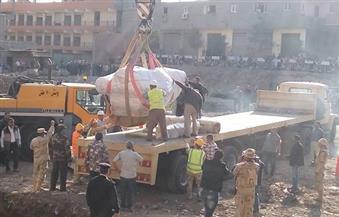 بالصور.. بدء شحن تمثال المطرية تمهيدًا لنقله.. وإخلاء الموقع من الأهالي