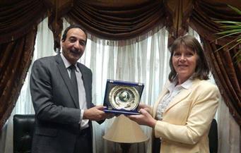 بالصور..قنصل بريطانيا تتفقد ميناء الإسكندرية وتبحث التعاون المشترك