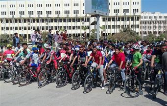 بالصور..سباق دراجات بمشاركة 350 طالبًا بجامعة الفيوم احتفالاً بالعيد القومي للمحافظة