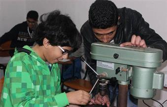 بالصور.. نائب وزير التعليم العالي يستقبل مخترعين  في برمجة الإنسان الآلي