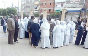 بالصور..  عشرات الممرضات بمستشفى كفر الزيات العام يحتجون على سياسات مديرها