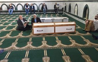 بالصور.. وصول جثمان السيد يسين بمسجد الحصري