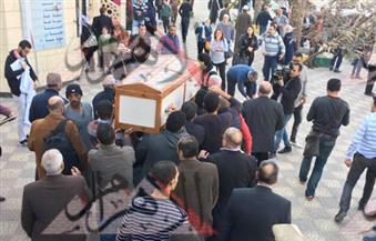 بالصور.. تشييع جنازة السيد يسين إلى مقابر العائلة بـ٦ أكتوبر