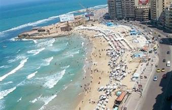 بعد الإقبال عليها اليوم.. محافظ الإسكندرية يقرر إغلاق جميع شواطئ البحر أمام الجمهور