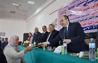 بالصور.. رئيس جامعة السادات يُكرم الأم المثالية