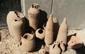 بالصور.. ضبط أوانٍ أثرية وحفر داخل منزلين بأسوان للتنقيب عن الآثار