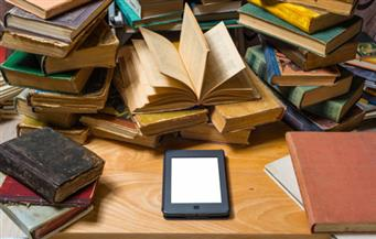 """""""الكتاب الإلكتروني"""" في وجه """"الورقي"""".. هل أصبح ضرورة ملحة لتقدم الجامعات المصرية؟"""