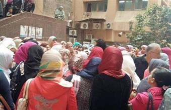تظاهر ممرضات بمعهد الأورام بالمنوفية احتجاجًا على حبس 3 من زميلاتهن بتهمة السرقة