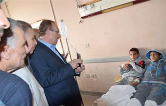 """بالصور.. حبيب يُتابع الحالة الصحية للتلاميذ بمستشفى """"الفشن"""" ويأمر بوقف توزيع الوجبات المدرسية"""