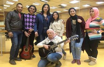 عازف الجيتار المصرى العالمى د.عماد حمدى يحيى حفلاً بالأوبرا بمصاحبة تلاميذه  من المواهب