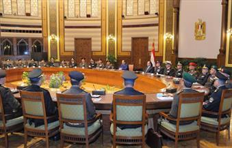 السيسي يعقد اجتماعًا مع القيادات العليا بالقوات المسلحة والشرطة