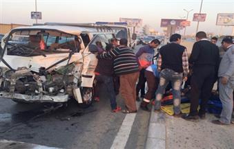 بالصور.. إصابة 6 أشخاص في حادث تصادم سيارة نقل وأخرى ميكروباص ودراجة بخارية بمحور المشير طنطاوي
