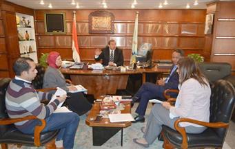 بالصور.. وزير القوى العاملة يبحث مع مسئول دولي تدريب سيدات الصعيد على الحرف اليدوية