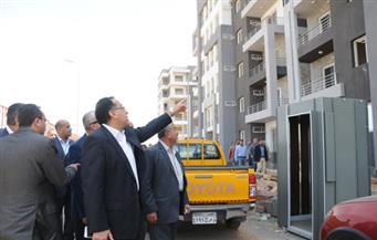 """وزير الإسكان يتابع تنفيذ 3768 وحدة بالإسكان الاجتماعى و4032 وحدة بـ""""دار مصر"""" بمدينة الشروق"""