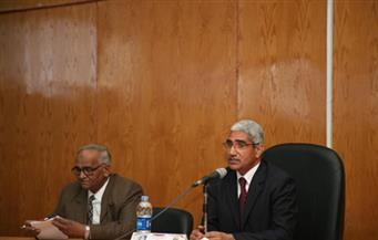 رئيس جامعة جنوب الوادي يجتمع مع عمداء الكليات لمناقشة قضايا الجامعة