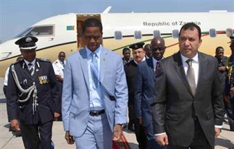 بالصور.. خلال تزويد طائرته بالوقود في الأقصر.. الرئيس الزامبي يُعبر عن اعتزازه بالعلاقات مع مصر