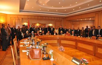بالصور.. جامعة حلوان تُكرم رئيسها السابق