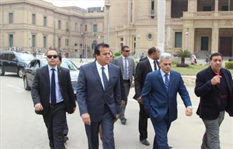 بالصور.. وزير التعليم العالي يتفقد المكتبة المركزية بجامعة القاهرة
