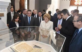 بالصور.. خلال زيارتها متحف الفن الإسلامي.. رئيسة الاتحاد الفيدرالي الروسي تدين تدمير التراث الإنساني الحضاري