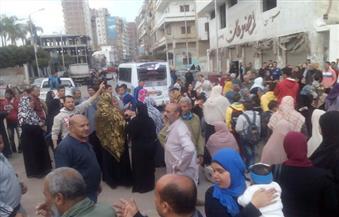 """بالصور.. """"العيش فين يا حكومة"""".. أول مظاهرة احتجاجًا على تقليل كميات الخبز بكفر الشيخ"""