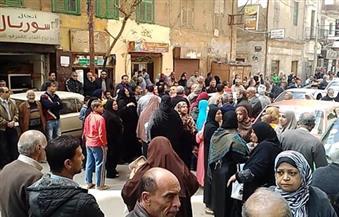 بالصور.. الأهالي يقطعون طريق السبع بنات بالإسكندرية احتجاجًا على عدم صرف الخبز