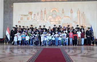 بالصور.. وفد من الأطفال الذين أتموا علاجهم بمستشفى 57357 فى زيارة لأكاديمية الشرطة