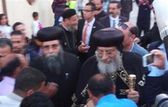 بالصور.. وصول البابا تواضروس إلى دير العذراء مريم في بني سويف