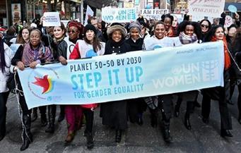 إضرابات ومسيرات وملابس حمراء مع احتفال الولايات المتحدة باليوم العالمي للمرأة