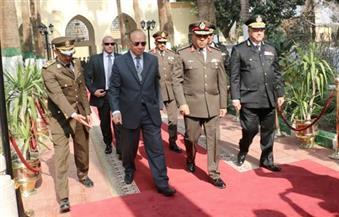 """محافظ القاهرة وقائد المنطقة المركزية ومدير أمن العاصمة يضعون إكليلاً من الزهور احتفالاَ بـ""""يوم الشهيد"""""""