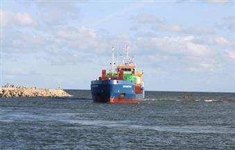 بالصور.. محافظ كفرالشيخ يتابع وصول السفينة رقم 28 المحملة بمعدات محطة كهرباء البرلس