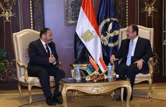 وزير الداخلية يستقبل نظيره الليبي لبحث سبل التعاون الأمني بين البلدين وتبادل المعلومات في مكافحة الإرهاب