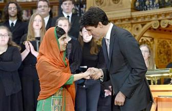 """من جديد.. شباب رئيس الوزراء الكندي في الواجهة.. و""""تاتو"""" ترودو يُثير إعجاب """"ملالا"""" أصغر فائزة بجائزة نوبل"""