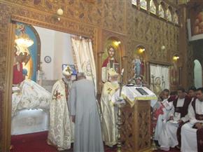 بالصور.. نواب أسوان يتوافدون على الكنائس لتقديم التهاني بعيد القيامة المجيد