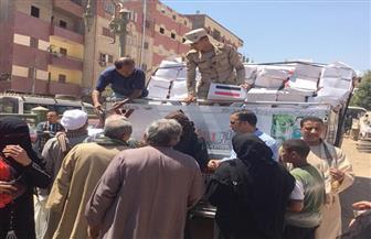 """بالصور.. القوات المسلحة توزع 1000 كرتونة """"تحيا مصر"""" بقرى أبنوب"""