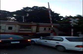 """بالفيديو.. إشارة """"مزلقان"""" الهابي لاند بالمنصورة """"مفتوحة"""" خلال مرور القطارات"""